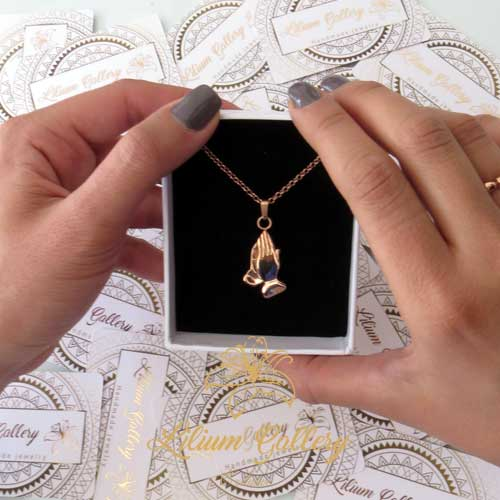 گردنبند طلا دستهای مناجات - گردنبند مردانه - گردنبند زنانه - گردنبند دست ساز - لیلیوم گالری